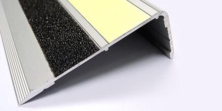 90° angled aluminum stair nosing