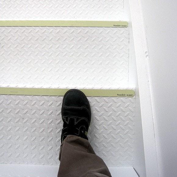 60207 on Diamond Plate Steps
