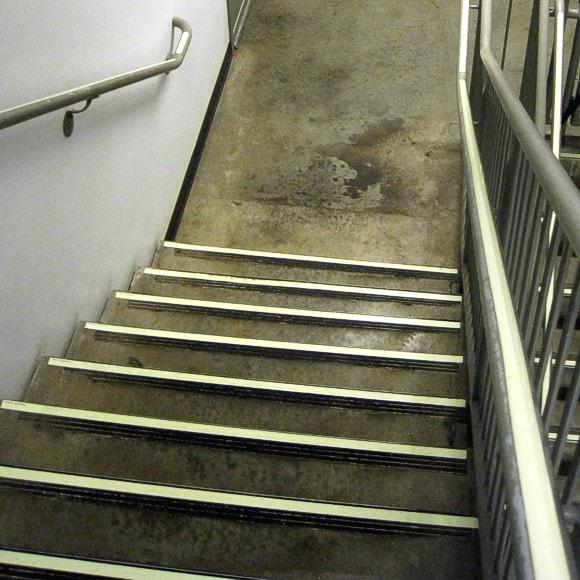 Hilton Cleveland Downtown - Steps, Handrail